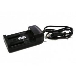 Зарядное устройство Combat со штекером для прикуривателя